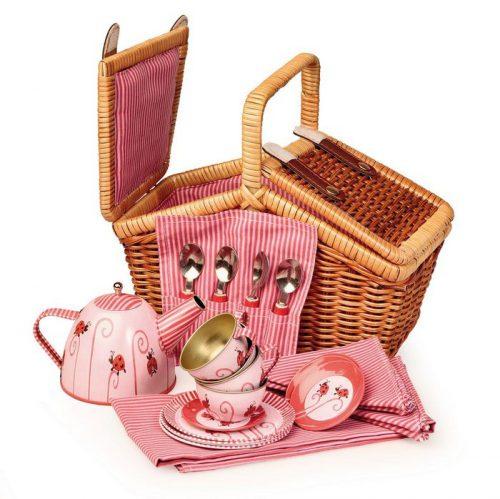 cesta de mimbre con juego de té